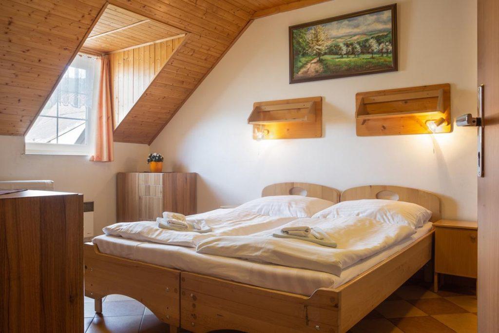Ubytování se psem v Beskydech - Horský hotel Rajská bouda